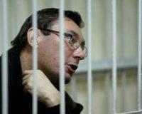 Суд продлил срок содержания под стражей Ю.Луценко до 26 апреля